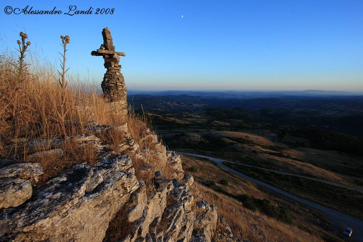 Monte Labbro Totem e paesaggio 01.jpg